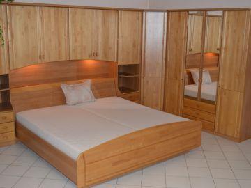 Krásná ložnice masív levně
