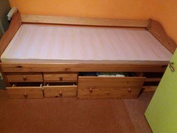 Prodám postel z masivu
